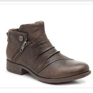 Earth Origins Ronan Taupe Leather Ankle Boot